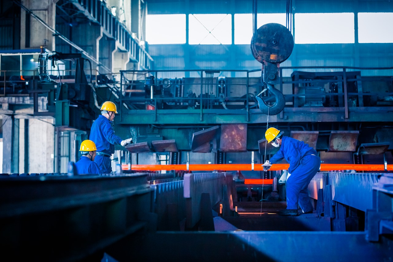نمایی از داخل کارخانه تولید فولاد