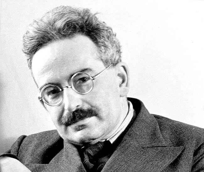 والتر بندیکس شونفلیس بنیامین (  (۱۵ ژوئیه ۱۸۹۲–۲۷ سپتامبر ۱۹۴۰)[۱] فیلسوف، مترجم، نویسنده، copy
