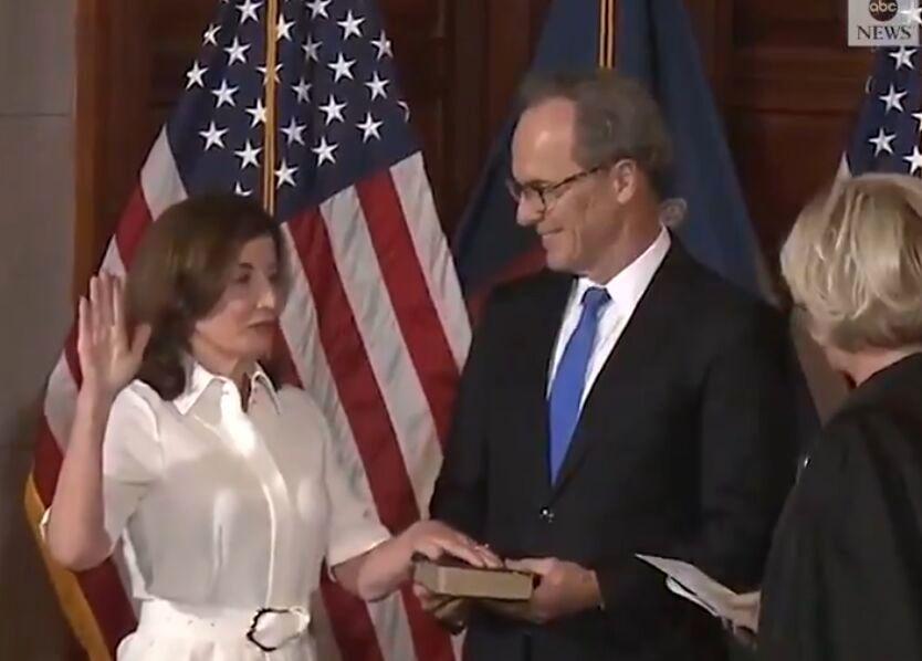نخستین فرماندار زن نیویورک سوگند یاد کرد