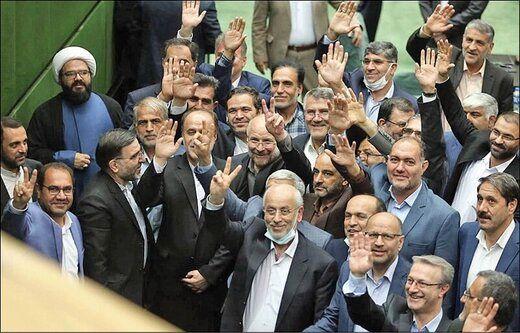 این مجلس انتقادات را نمیشنود/ توانش برای سنگاندازی پیش پای دولت روحانی مصرف شد