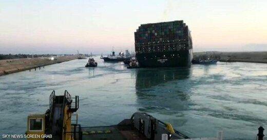 کشتی گیر کرده در کانال سوئز تکان خورد
