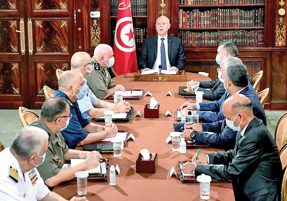 من دیکتاتور تونس نیستم