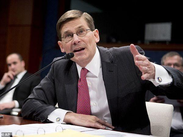 مدیر سابق سیا: خروج شرمآور بایدن از افغانستان مشوقی برای تروریستهای جهان شد