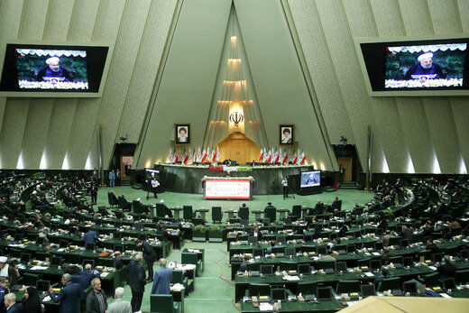 بی توجهی نمایندگان مجلس به پروتکلهای بهداشتی+ تصاویر