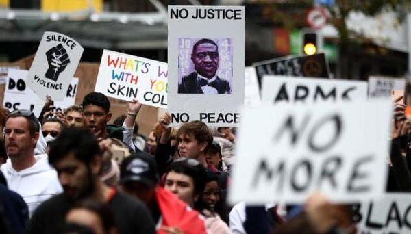 حضور گسترده معترضان در محل برگزاری اولین مناظره انتخاباتی آمریکا