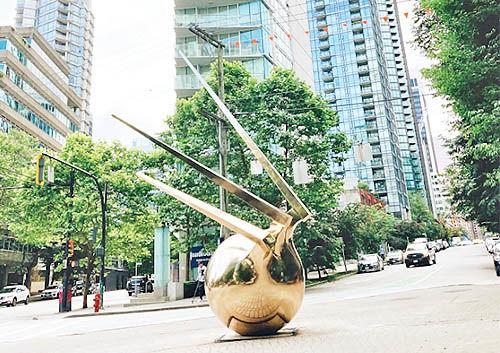 نصب اثر هنرمند ایرانی در مرکز شهر ونکوور
