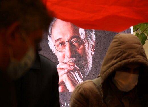تصویری از فاطمه معتمدآریا در مراسم خاکسپاری پرویز پورحسینی
