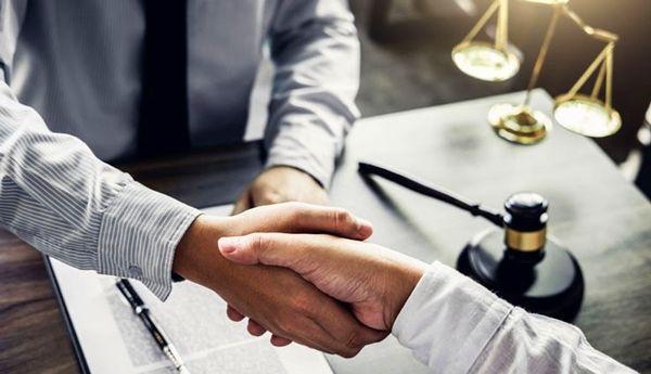 8  ویژگی مهم وکلای خبره، بالاخره وکیل خوب را از کجا پیدا کنیم؟