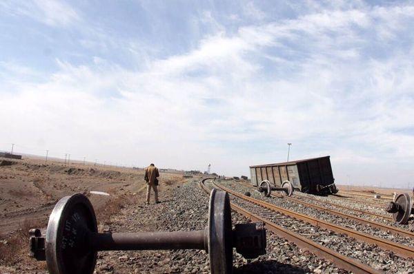 خروج ۶ واگن یک قطار باربری از خط در لرستان