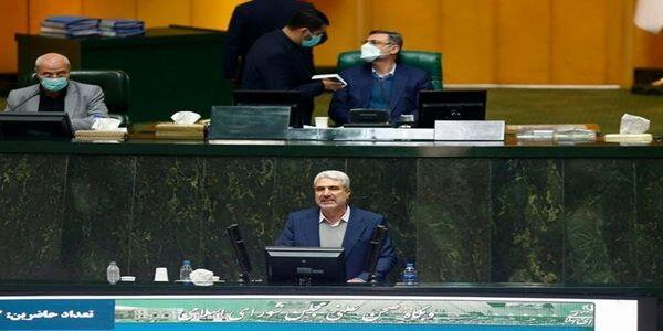 حمله تند یک نماینده به دولت روحانی/ آنقدر دورکار بودند که زخم بستر گرفته بودند