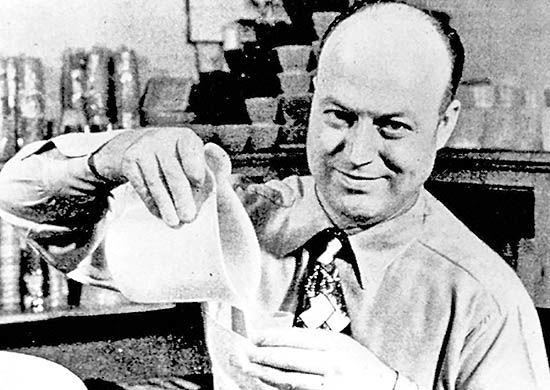 ارل تاپر، مخترع ظرف پلاستیکی هواناپذیر