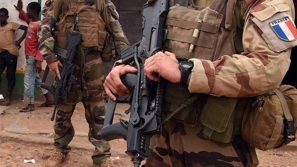 القاعده مسئولیت حمله به سه نظامی فرانسوی را برعهده گرفت