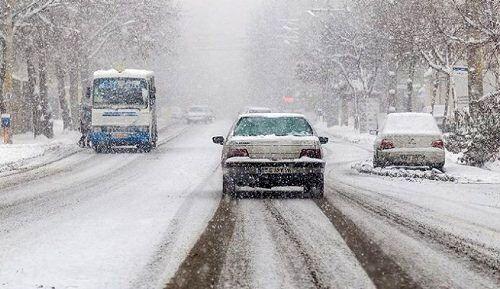 جادههای ۴ استان برفی و بارانی است