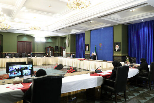 روحانی: علاقمند بودم  وزیر زن در کابینه داشته باشیم اما توانم محدود بود و نشد
