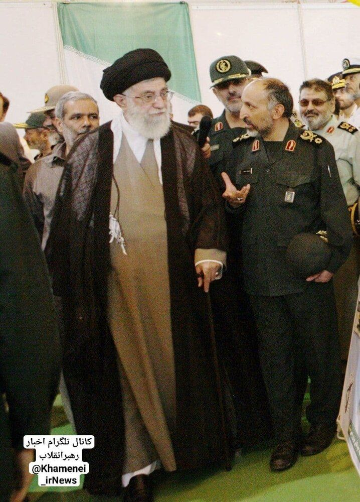 تصویری از سردار حجازی در کنار رهبر انقلاب