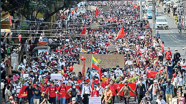 راهپیمایی علیه دولت کودتایی میانمار