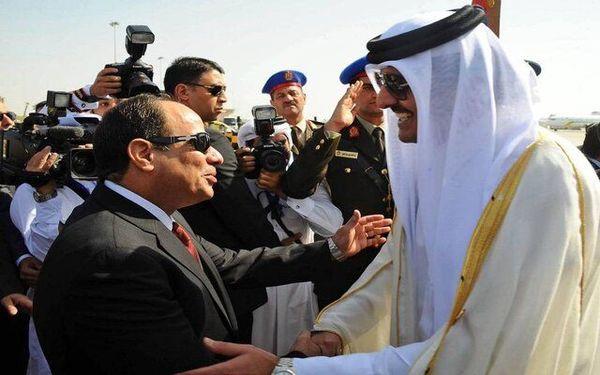دیدار امیر قطر و سیسی در حاشیه اجلاس بغداد