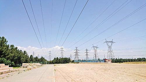 تصویر صنعت برق در پایان پاییز