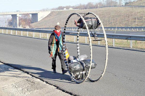 پیاده از آلمان تا ایران برای «کاهش استفاده از سوختهای فسیلی»