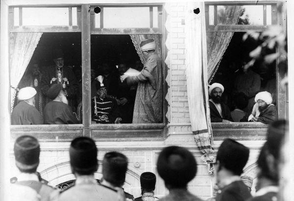 شرایط سخت رأیدهندگان در اولین انتخابات تاریخ ایران + تصاویر