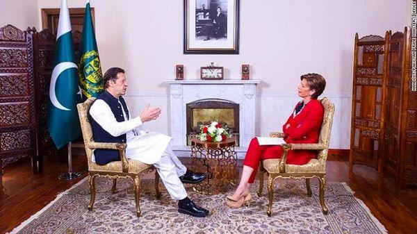 عمران خان: جهان باید با طالبان تماس بگیرد و به آنها «انگیزه» بدهد