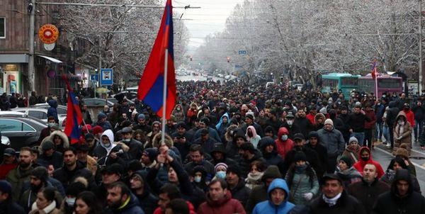 اعتراض مخالفان نخستوزیر ارمنستان در خیابانهای ایروان