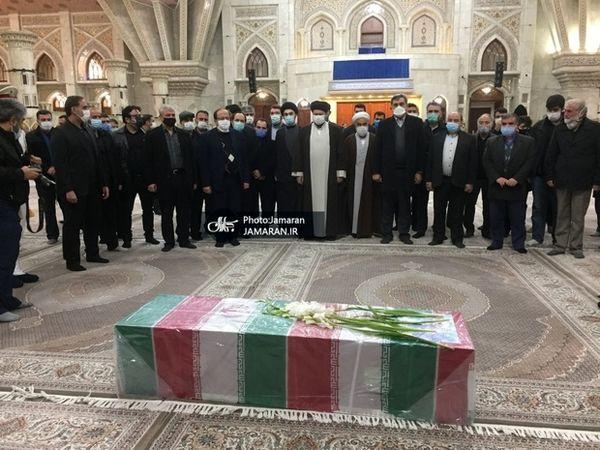تشییع پیکر شهید فخریزاده در حرم مطهر امام خمینی با حضور سید حسن خمینی+عکس