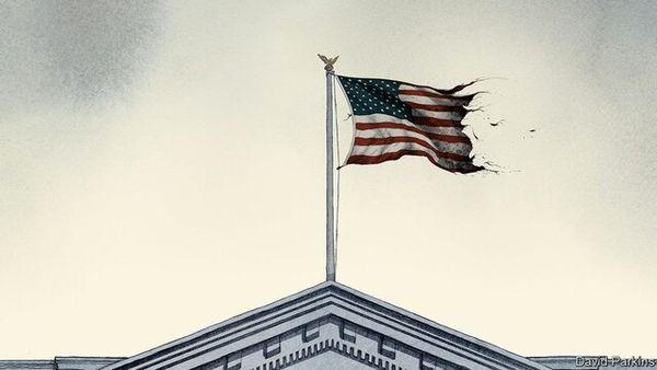 تصویر پرچم پاره آمریکا بر فراز کاخ سفید