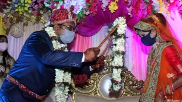 حرکات جنجالی یک عروس و داماد سوژه شد!+ فیلم