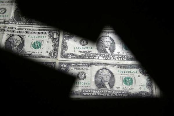 ترمز دلار در بازار جهانی کشیده شد