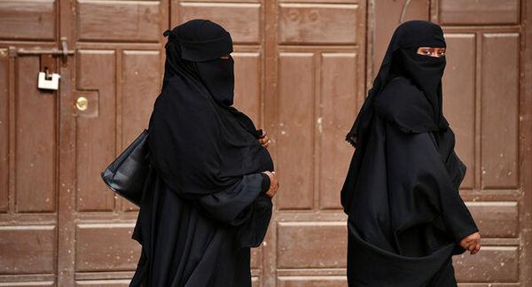 تجمع اعتراضی تعدادی از زنان مقابل وزارت سابق امور زنان افغانستان