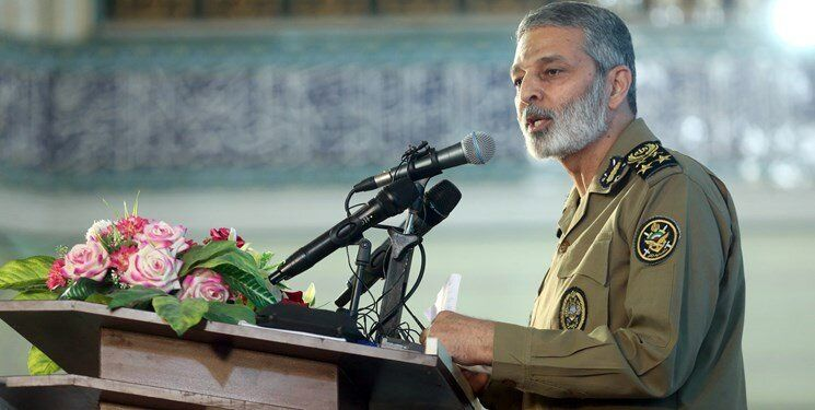 فرمانده کل ارتش: دشمنان مرتب درحال ایجاد شبهه هستند و پاسخ ان برعهده روحانیت است