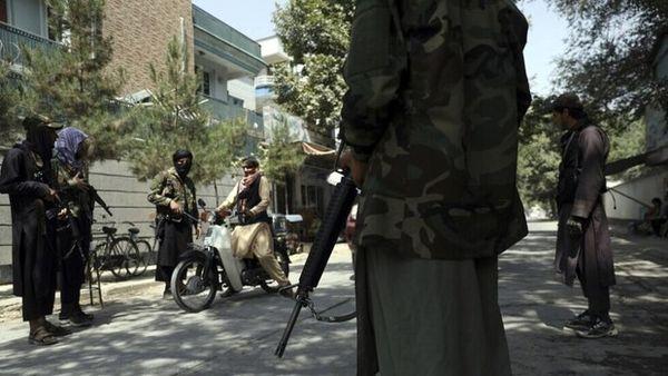 حمله افراد ناشناس به مراسم ختم مادر سخنگوی گروه طالبان