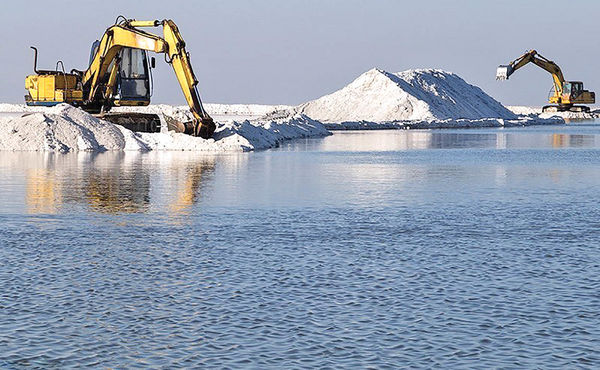 رونق مشاغل جایگزین اطراف دریاچه