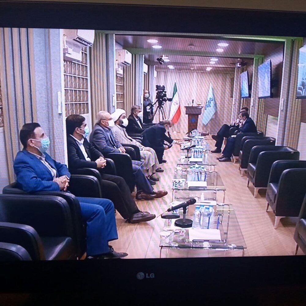 عکسی از حضور کاندیداها در سالن انتظار محل مناظرات