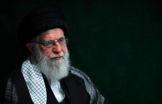 عکسی  متفاوت از رهبر انقلاب در لباس احرام