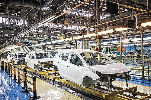 تناقصگویی در وضعیت خودروسازی کشور