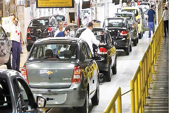 تعدیل هزاران کارگر خودروسازی