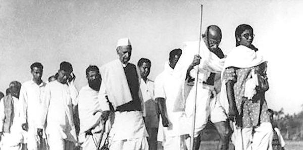 گاندی و رژه نمک علیه انگلیسیها
