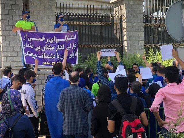 تجمع استقلالیها مقابل مجلس/عکس