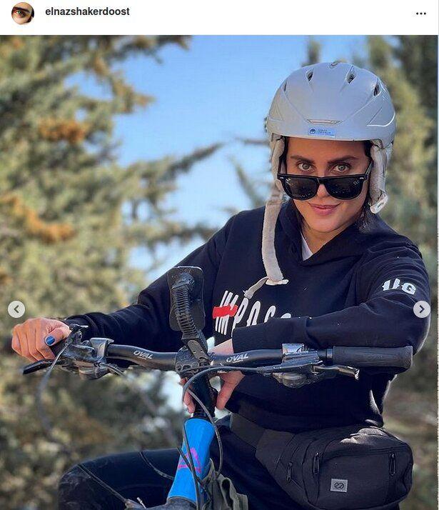 عکس   دوچرخهسواری الناز شاکردوست در کوهستان