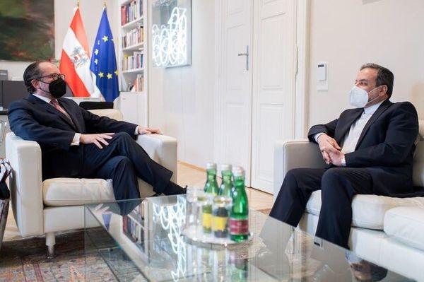 دیدار و گفتگوی عراقچی با وزیر امور خارجه اتریش