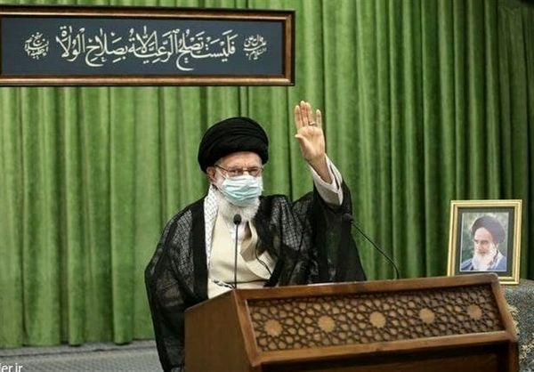 ترجمه کتیبه نصب شده در ارتباط تصویری رهبر انقلاب با نمایندگان