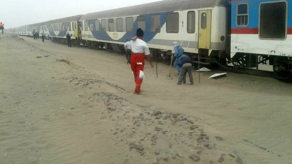 قطار زاهدان - کرمان از ریل خارج شد
