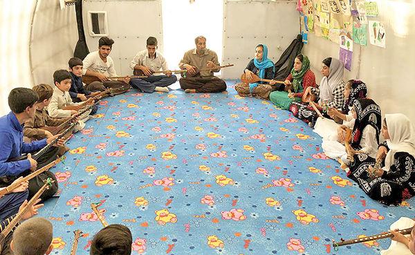 آموزش رایگان تنبورنوازی به زلزلهزدگان کرمانشاه