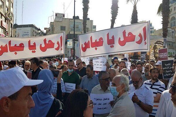فلسطینی ها خواستار کناره گیری محمود عباس شدند