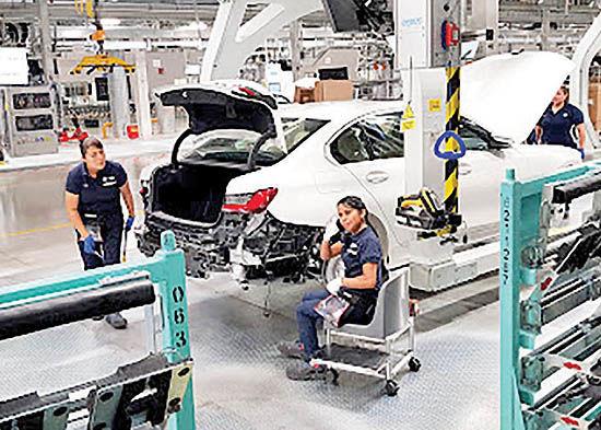 تعطیلی خودروسازان در اسپانیا