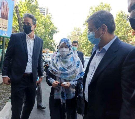 عبدالناصر همتی با همسرش پای صندوق رفت +عکس