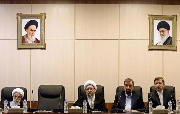 سرنوشت سیاسی مبهم حسن روحانی/ احمدی نژاد به زندان میافتد؟