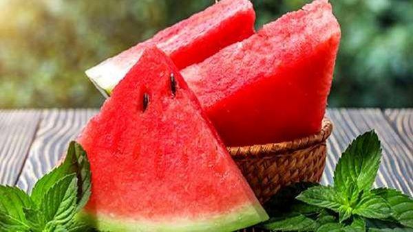 اگر میخواهید راحت بخوابید این میوه را بخورید